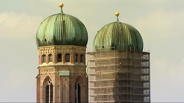 general views of munich; germany: munich: ext high angle shots of munich skyline / munich cathedral twin domes of cathedral of munich cathedral high... - rathaus bildbanksvideor och videomaterial från bakom kulisserna