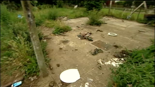 general views of neglected home and garden where the two brothers were brought up with 'beware of the kids' sign outside - boys beware点の映像素材/bロール