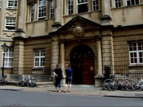 general views of oxford university buildings people along england oxfordshire oxford ext general view of oxford university buildings with bicycles... - oxford university stock videos & royalty-free footage
