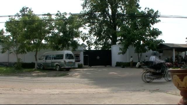 stockvideo's en b-roll-footage met general views of phonthong prison where orobator was held before repatriation to the uk - repatriëring