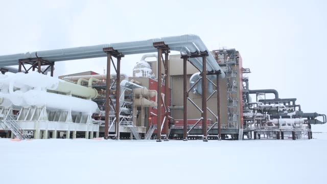 stockvideo's en b-roll-footage met general views of pipelines and oil bp production facilities in the north slope in prudhoe bay alaska us on thursday february 16 2017 shots very wide... - alaska verenigde staten