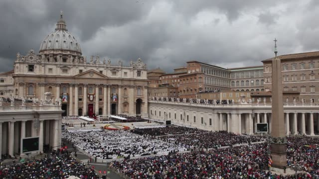 stockvideo's en b-roll-footage met atmosphere general views of saint peter's square at pope john paul ii and pope john xxiii are declared saints during a vatican mass at st peter's... - pope john xxiii