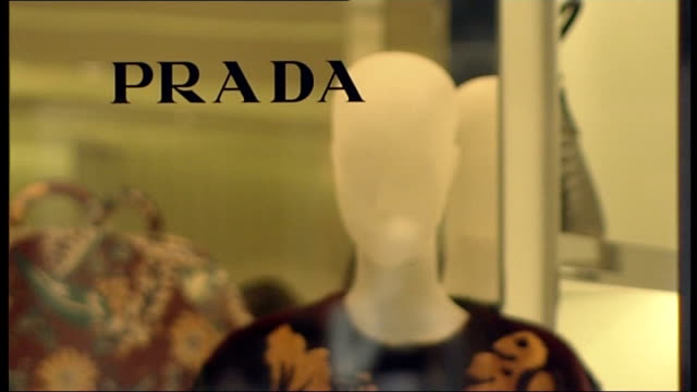 stockvideo's en b-roll-footage met london kensington and chelsea sloane street ext exterior of prada store / prada bag and clothes displayed in shop window / anonymous woman leaving... - louis vuitton modelabel