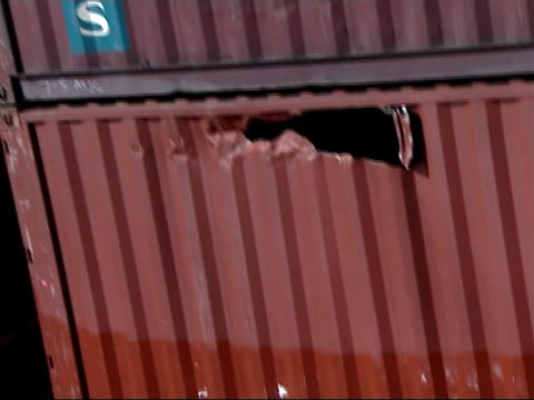 vídeos de stock, filmes e b-roll de general views of stricken msc napoli cargo ship in english channel; more of badly listing msc napoli cargo ship - enviesado