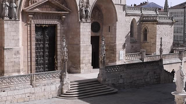 ESP: Burgos Cathedral Celebrates 800 Years With Controversy Over The Remodeling Of Its Doors