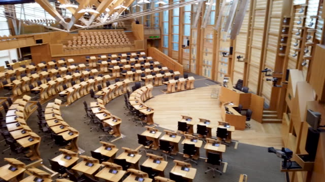 vidéos et rushes de general views of the chamber of the scottish parliament, on november 20, 2019 in edinburgh, scotland. - écosse