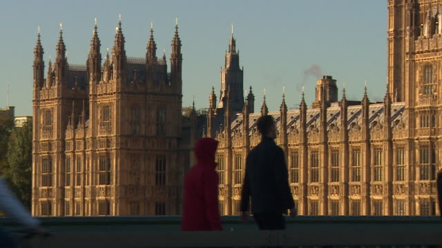 vídeos y material grabado en eventos de stock de general views of the houses of parliament on a cold, sunny day, 2018. - vista general
