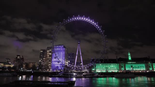 general views of the london eye at night on december 17, 2020 in london, england - street light stock videos & royalty-free footage