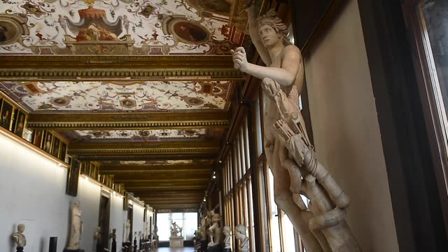 vídeos de stock e filmes b-roll de general views of the uffizi galleries empty on may 13, 2020 in florence, italy. italy museums are reopening after the lockdown for the covid-19... - florença