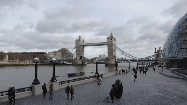 general views of tower bridge during third national covid-19 lockdown on january 17, 2021 in london, england - international landmark stock videos & royalty-free footage