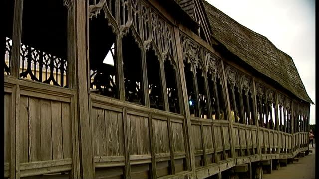 vidéos et rushes de general views of 'warner bros. studio tour london: the making of harry potter'; studio model of hogwarts / shop sign 'makers of fine wands' / close... - harry potter titre d'œuvre