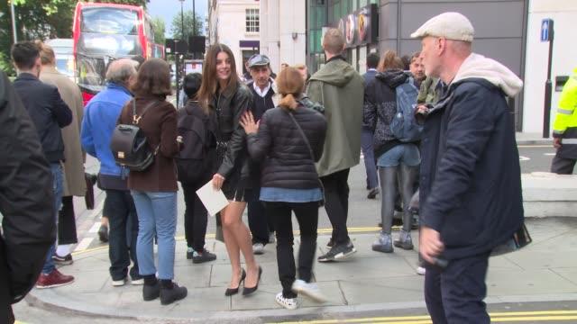 vidéos et rushes de general views on september 18 2017 in london england - semaine de la mode de londres