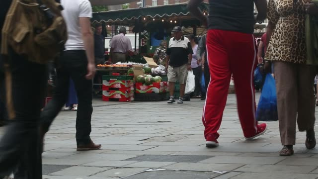vídeos de stock, filmes e b-roll de general views shoppers and pedestrians walk through a street market in lewisham south london uk on wednesday june 25 various general views fruit and... - produto interno bruto