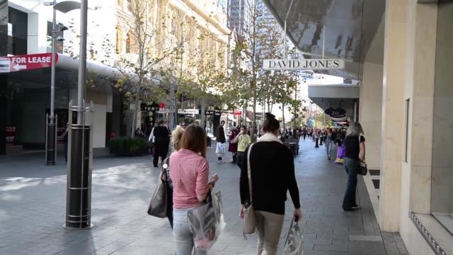 vídeos de stock, filmes e b-roll de general views shoppers walk along the hay street shopping mall precinct in perth, australia, on saturday, aug. 3 wide shot children play in the water... - high street