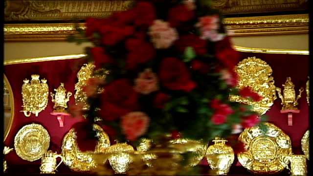 general views state banqueting room and queen touring exhibition england london buckingham palace int general views table set for state banquet in... - buckingham stock videos & royalty-free footage