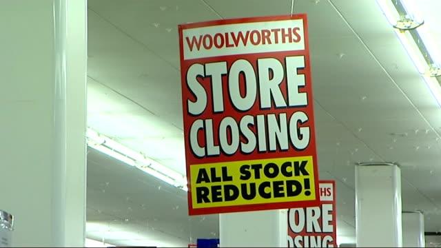 vídeos de stock, filmes e b-roll de london woolworths store with 'store closing' 'last few days' signs in window / last 9 days and last few days posters in window / shoppers in store... - woolworths