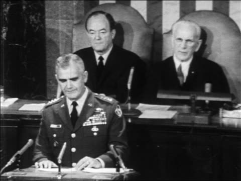 general westmoreland giving speech to congress / humphrey + mccormack in background / newsreel - 1966 bildbanksvideor och videomaterial från bakom kulisserna