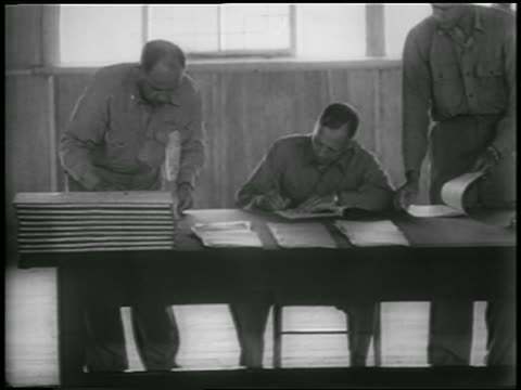vidéos et rushes de general william harrison signing korean war armistice as others watch - 1953