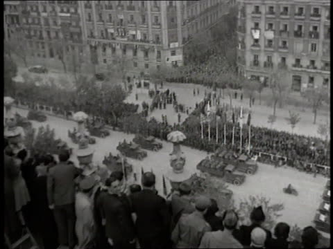vidéos et rushes de generalissimo francisco franco talks with officers as a parade of military vehicles and soldiers celebrate a victory in the spanish civil war. - spain