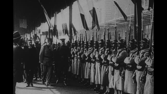 generals john pershing and etienne pelletier review troops at boulogne train station - französische armee stock-videos und b-roll-filmmaterial
