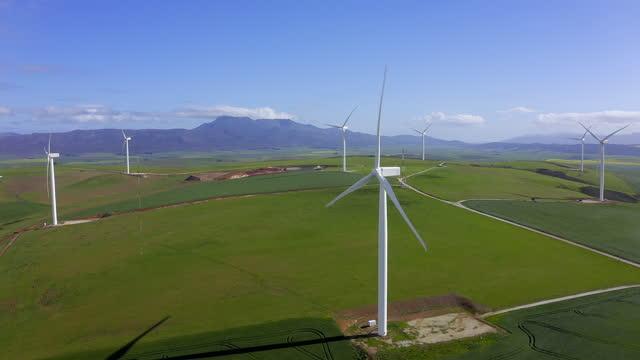 vídeos y material grabado en eventos de stock de generar energía que no produce contaminantes - huella de carbono