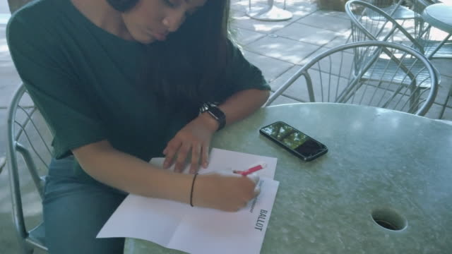 vídeos y material grabado en eventos de stock de generation z hispanic female voter with mail-in voting election ballot in western usa 4k video series - generation z