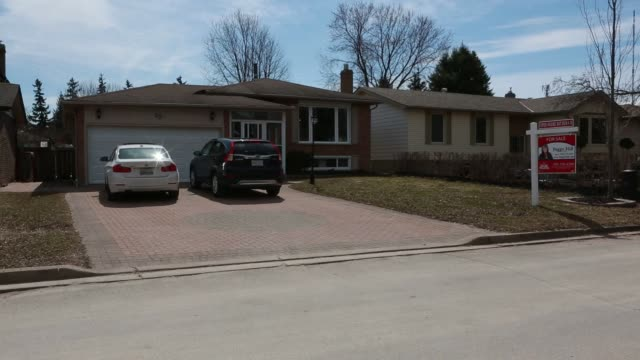 generic footage of many homes for sale doing open house programs in barrie ontario canada on april 2 2017 shots wide shot of house with sold sign in... - 売り出し中点の映像素材/bロール