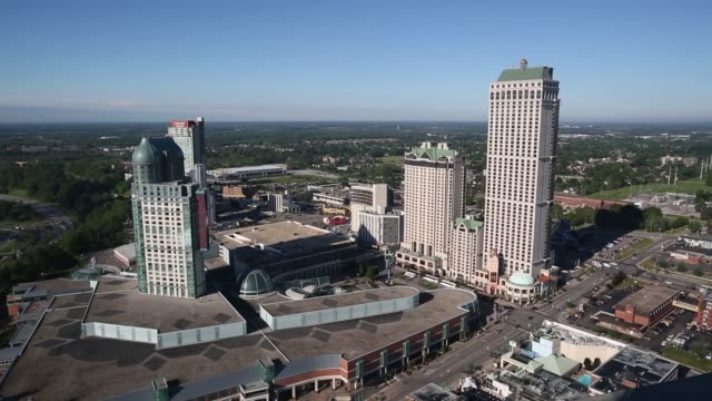 generic footage of the nearby town in niagara falls ontario canada on wednesday june 21 2017 shots wide shot of town wide shot of two buildings... - cascate del niagara video stock e b–roll