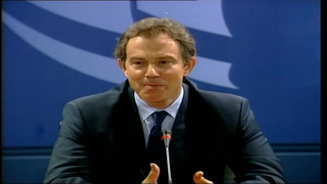 british pm tony blair press conference itn italy genoa tony blair mp along to press conference table tony blair at table speaking sot extends... - 記者会見点の映像素材/bロール