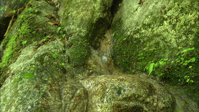 gently flowing water  zoom in - crevice stock videos & royalty-free footage