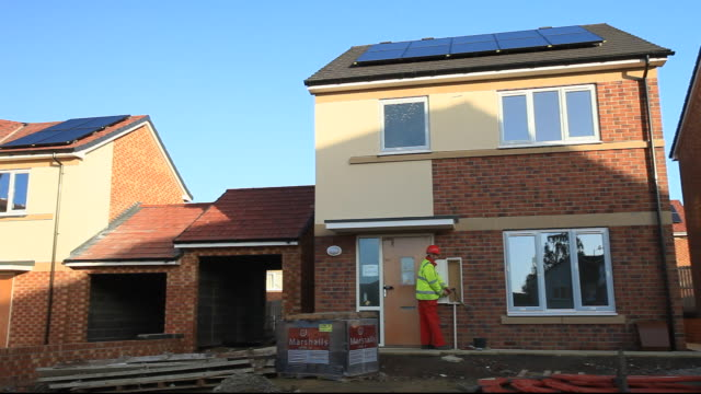 gentoo house builder's hutton rise housing development in sunderland, uk. hutton roof sets new standards in green build. many of the houses are zero carbon, highly thermally efficient and incur minimal running costs.  all of the houses have either solar th - ziegel stock-videos und b-roll-filmmaterial