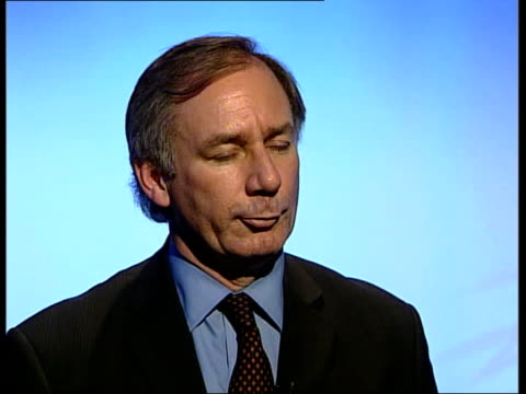 geoff hoon mp studio interview sot request is for our reserve forces / if there was a sudden deterioration on the ground we might need reserve forces... - falludscha stock-videos und b-roll-filmmaterial