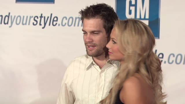geoff stults and stacy keibler at the gm ten event in los angeles, california on february 28, 2006. - ジェフ スタルツ点の映像素材/bロール