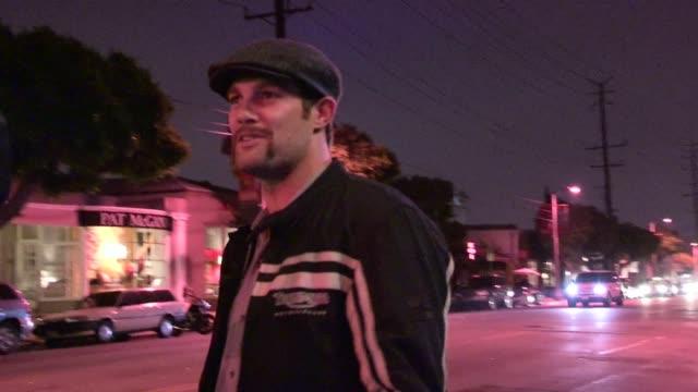 geoff stults departs begatelle in west hollywood 06/13/12 geoff stults departs begatelle in west hollywood 0 on june 13, 2012 in los angeles,... - ジェフ スタルツ点の映像素材/bロール