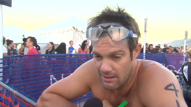 geoff stults on participating and training tips at 26th annual nautica malibu triathlon on 9/16/12 in malibu, ca - ジェフ スタルツ点の映像素材/bロール