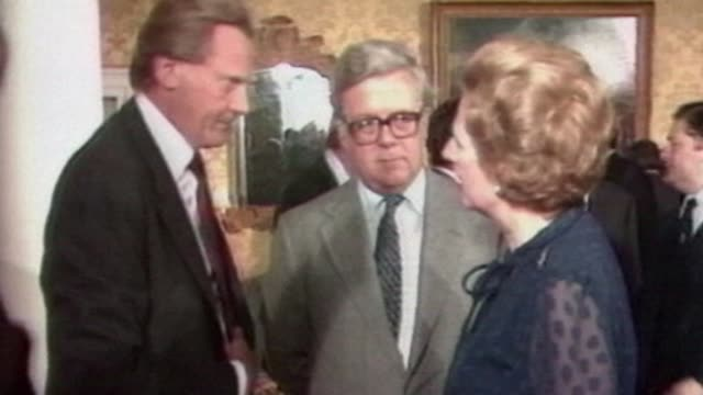 stockvideo's en b-roll-footage met geoffrey howe dies aged 88 date location unknown ext michel heseltine mp along through car park to car margaret thatcher speaking to michael... - 1981