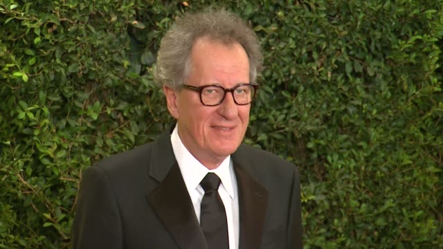 vídeos de stock, filmes e b-roll de geoffrey rush at academy of motion picture arts and sciences' governors awards in hollywood, ca, on . - academy of motion picture arts and sciences