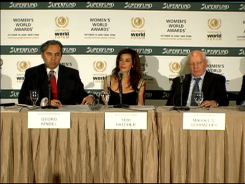 georg kindel speaking at the women's world awards press conference in los angeles at the women's world awards press conference hosted by teri hatcher... - teri hatcher stock-videos und b-roll-filmmaterial
