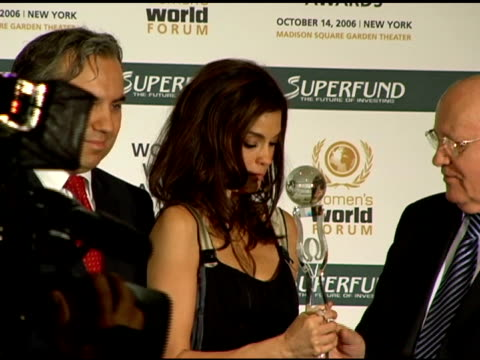 georg kindel, teri hatcher, and mikhail s gorbachev at the women's world awards press conference hosted by teri hatcher and mikhail gorbachev at the... - teri hatcher stock videos & royalty-free footage
