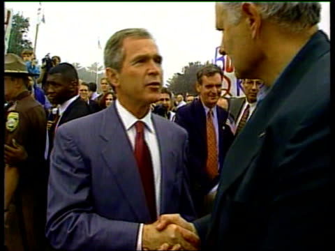 stockvideo's en b-roll-footage met ann james usa washington ext gvs george w bush meeting supporters as campaigning - george w. bush