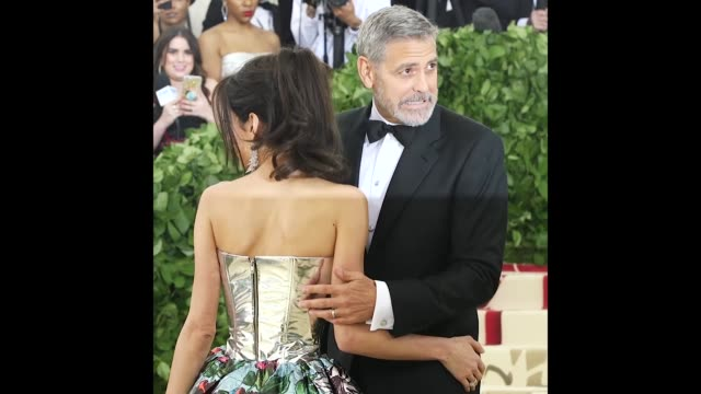 george clooney amal clooney at heavenly bodies fashion the catholic imagination costume institute gala - cattolicesimo video stock e b–roll