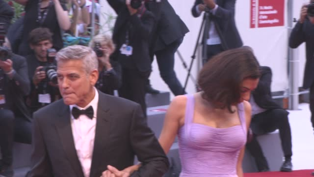 george clooney, amal clooney at 'suburbicon' red carpet - 74th venice international film festival at palazzo del cinema on september 02, 2017 in... - ジョージ・クルーニー点の映像素材/bロール