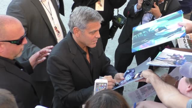 george clooney & amal clooney outside the suburbicon premiere at village theatre in westwood in celebrity sightings in los angeles, - ジョージ・クルーニー点の映像素材/bロール