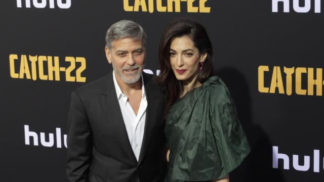 george clooney and amal clooney at the u.s. premiere of hulu's 'catch-22 at tcl chinese theatre on may 07, 2019 in hollywood, california. - ジョージ・クルーニー点の映像素材/bロール
