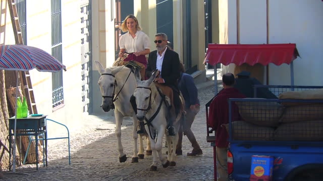 george clooney and brie larson filming of 'nespresso' tv ad in navalcarnero - ジョージ・クルーニー点の映像素材/bロール