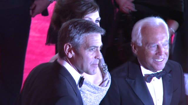 george clooney and julia roberts at the superheroes fashion and fantasy costume institute gala at the metropolitan museum of art at the metropolitan... - 2008 stock videos & royalty-free footage