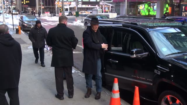 george clooney arrives at the good morning america show in celebrity sightings in new york, - george clooney bildbanksvideor och videomaterial från bakom kulisserna