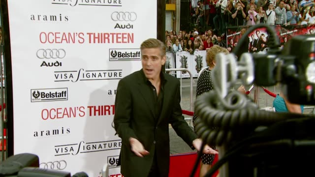 george clooney at the 'ocean's thirteen' north american premiere at grauman's chinese theatre in hollywood california on june 5 2007 - 2007 stock videos & royalty-free footage