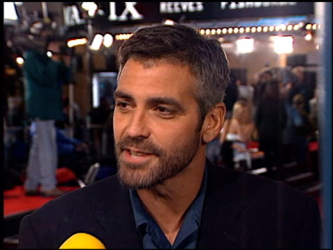 george clooney at the premiere of 'the matrix' at the bruin theatre in westwood, california on march 24, 1999. - ジョージ・クルーニー点の映像素材/bロール