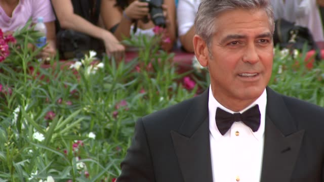 george clooney at the the ides of march premiere: venice film festival at venice . - ジョージ・クルーニー点の映像素材/bロール